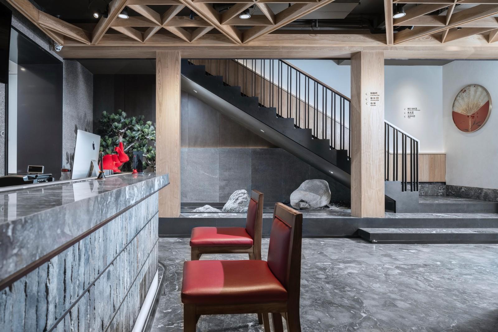 上海高端餐厅实木定制家具案例赏析
